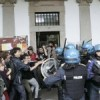 Universit Statale di Milano: manganellate agli ex occupanti della CUEM
